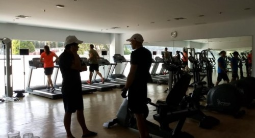 Atlet kano asal Tiongkok berlatih di gym Hotel. (Foto: