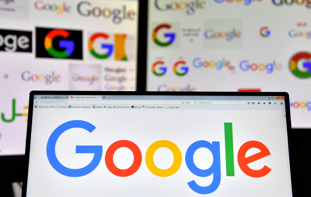Google terus melacak posisi pengguna via peramban dan Maps. (AFP PHOTO / LOIC VENANCE)