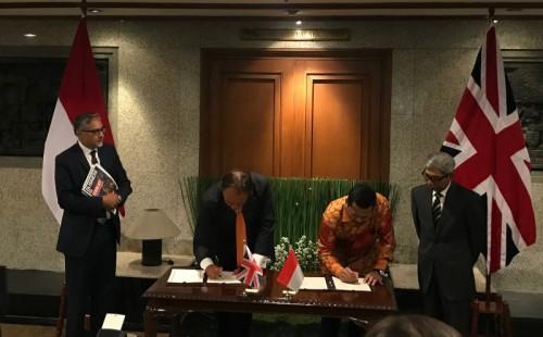 Penandatangan MoU kerja sama siber antara Indonesia dan Inggris