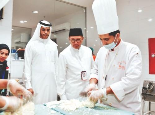Menteri Agama (Menag) RI Lukman Hakim Saifuddin di dapur salah