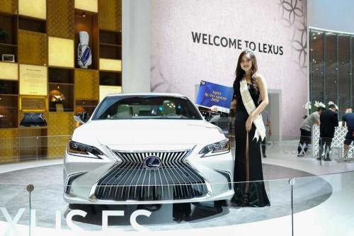 Lexus ES terbaru jadi pesaing BMW 5 Series dan Mercedes-Benz E