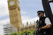 Mobil Tabrak Pejalan Kaki di Depan Gedung Parlemen Inggris