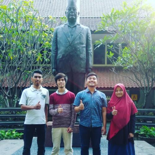 Empat mahasiswa Fakultas Matematika dan Ilmu Pengetahuan Alam