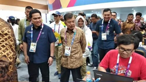 Wakil Presiden Jusuf Kalla didampingi Ketua INASGOC Erick Thohir
