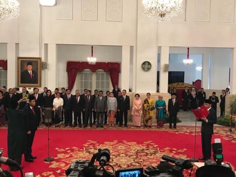 Jokowi Lantik Komjen Syafruddin Jadi MenpanRB