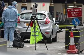 Mobil Tabrak Pejalan Kaki di Luar Parlemen Inggris