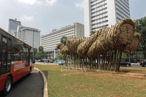 Melihat Instalasi Seni Bambu yang Dipasang di Bundaran HI