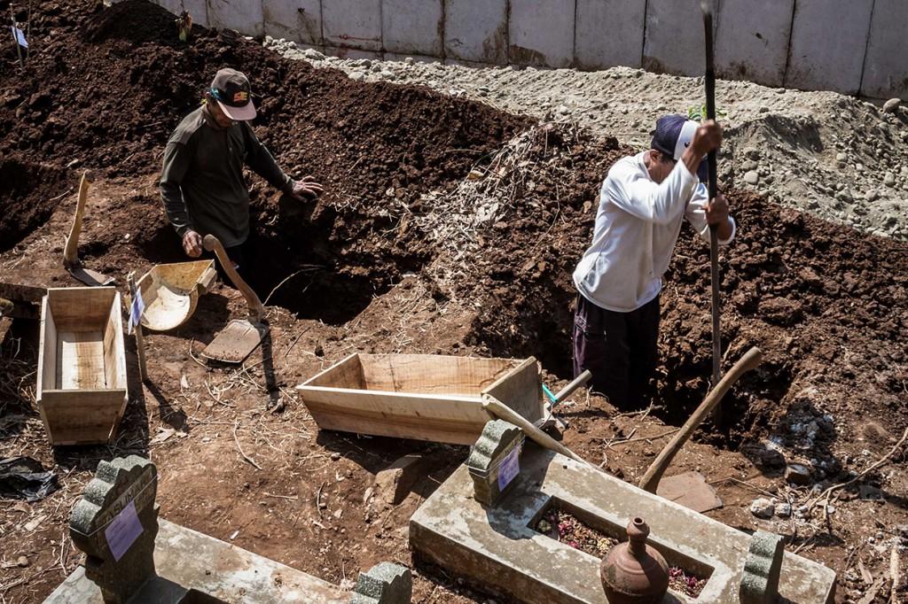 Ribuan Makam Terdampak Proyek Tol Batang-Semarang