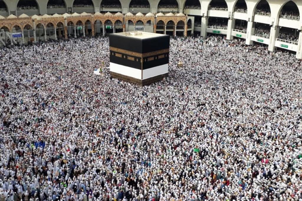 Jutaan Umat Islam Melaksanakan Tawaf