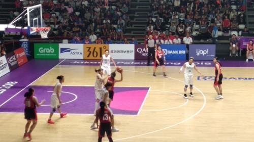 Momen pertandingan Tim basket Putri Indonesia saat menghadapi