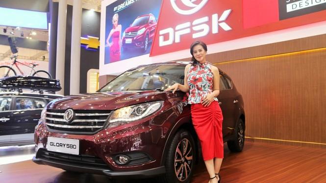 Astrid Tiar bicara tentang mobil yang cocok untuk keluarga. DFSK