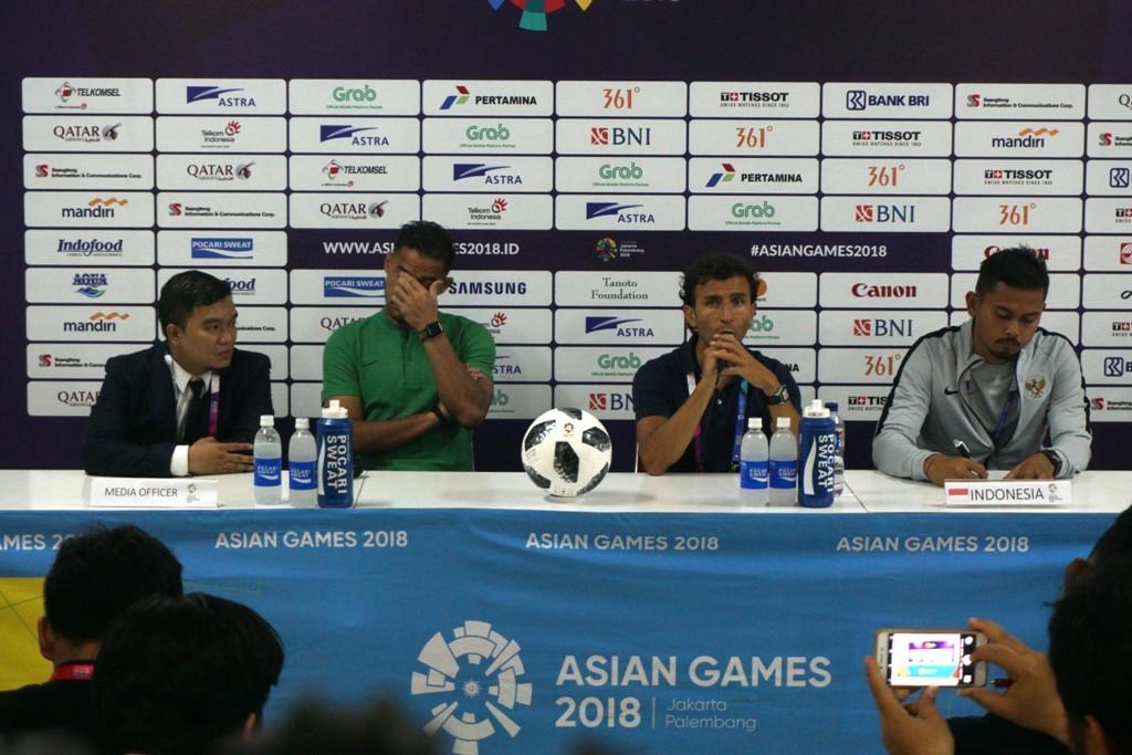 Pelatih Luis Milla menghadiri konferensi pers usai Timnas U-23 takluk 1-2 dari Palestina di laga kedua Grup A Asian Games 2018 (Foto: medcom.id/Kautsar Halim)