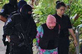 Siti Aisyah (tengah) terdakwa pembunuhan Kim Jong-nam, saudara