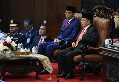 Presiden Joko Widodo bersama Wapres Jusuf Kalla di Gedung DPR,