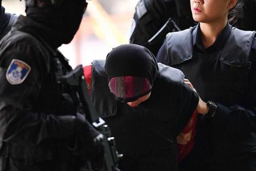 Hakim Perintahkan Sidang Siti Aisyah Dilanjutkan