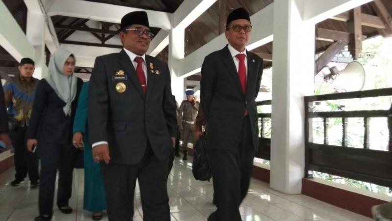 Gubernur Sulsel terpilih Nurdin Abdullah (kanan)