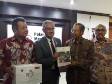 Japan Donates Rp5 Billion to Help Victims of Lombok Quake