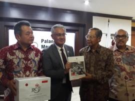 Japan Donates Rp5 Billion to Help Victims of Lombok Quake