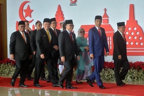 Presiden Joko Widodo (kedua kanan) dan Wakil Presiden Jusuf