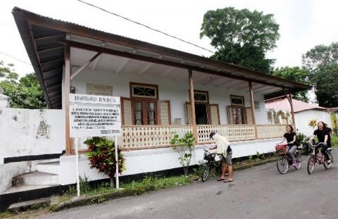 Sekolah pribumi di halaman tengah