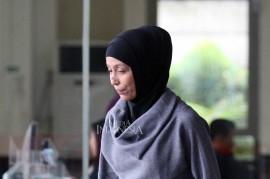 Usai Diperiksa KPK, Adik Inneke Koesherawati Bungkam