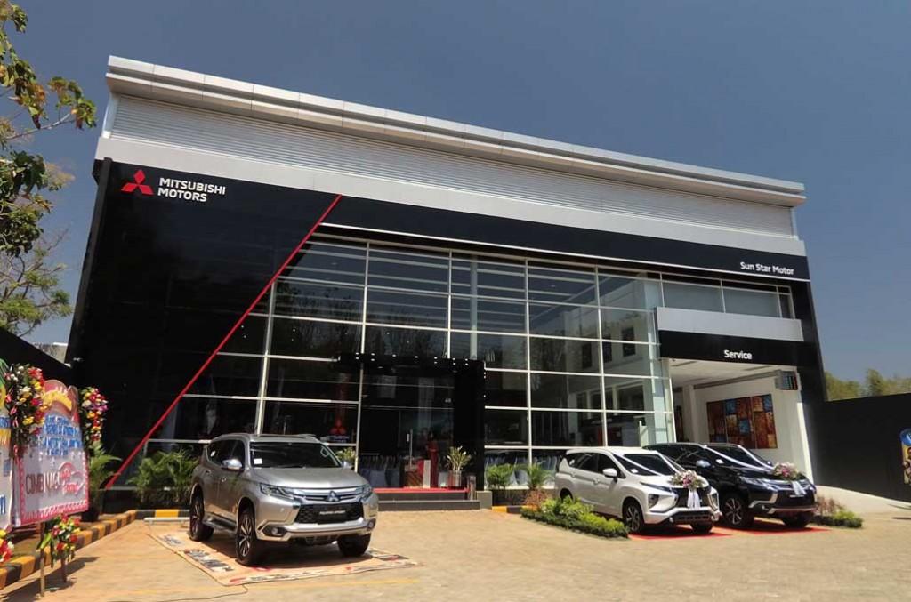 Tampilan showroom kini punya nuansa hitam yang kental sesuai dengan identitas visual secara global Mitsubishi Motors. Mitsubishi