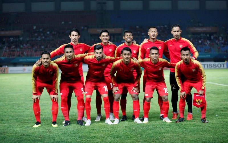 Timnas Indonesia U-23 melakoni sesi foto jelang menghadapi Palestina U-23 (Foto: MI/Rommy Pujianto)