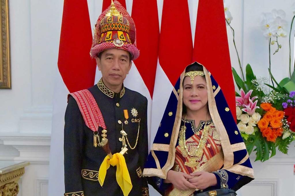 Jokowi Kenakan Busana Adat Aceh di HUT RI