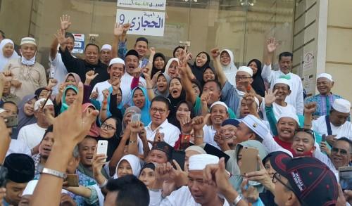 Menteri Agama Lukman Hakim Saifuddin bersama petugas dan jemaah