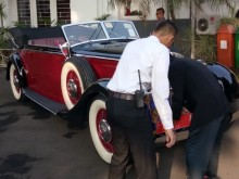 Bima Arya Naik Mobil Antik Langka ke Upacara Kemerdekaan