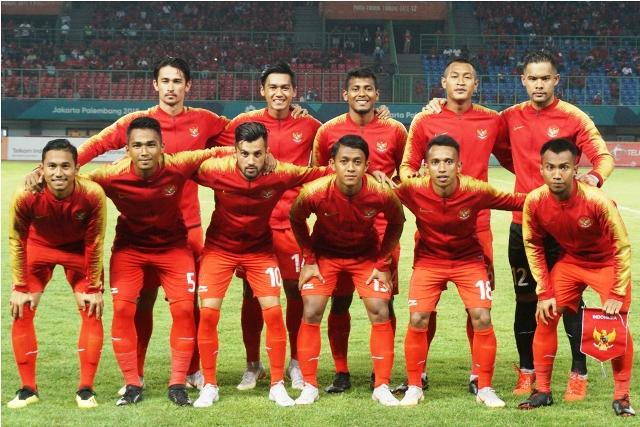 Para pemain Indonesia U-23 bersiap bertanding melawan Palestina pada laga penyisihan Grup A Asian Games 2018 di Stadion Patriot Candrabhaga. (Foto: MI / Rommy Pujianto)