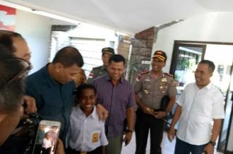 Bocah NTT Pemanjat Tiang Bendera Diundang Jokowi