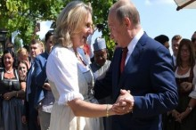 Putin Berdansa di Pesta Pernikahan Menlu Austria