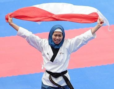 Defia Rosmaniar Berikan Emas Perdana untuk Indonesia
