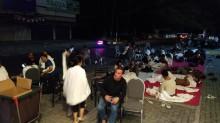 Penghuni Hotel Tidur di Jalan Akibat Gempa Lombok