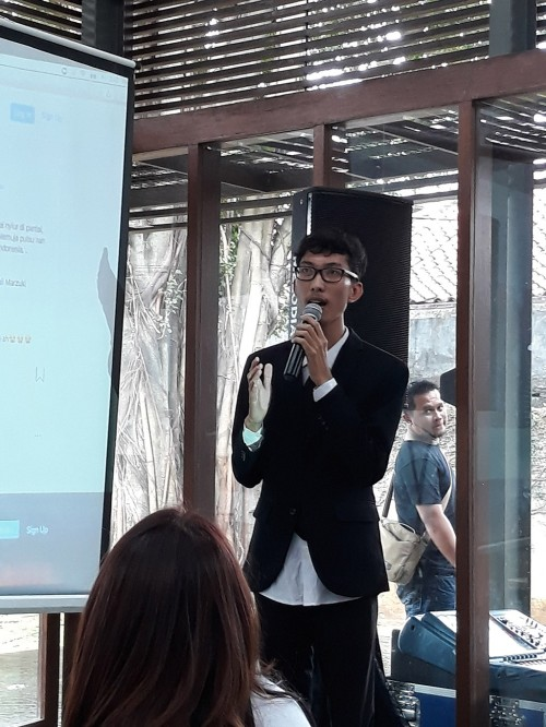 Irfan, mahasiswa UNJ yang memenangkan lomba Menyanyikan Lagu