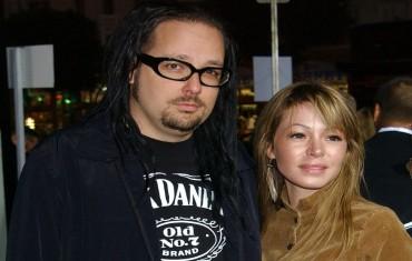 Istri Vokalis Korn Meninggal Dunia