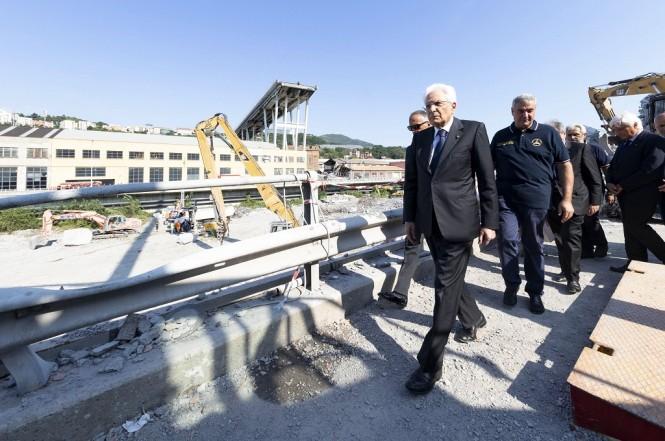 Presiden Italia Sergio Mattarella mengunjungi jembatan Morandi di Genoa, 18 Agustus 2018. (Foto: AFP/Quirinale Press Office/FRANCESCO AMMENDOLA)