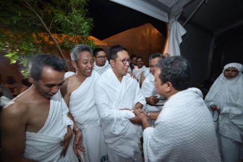 Menag RI Lukman Hakim Saifuddin menghampiri tenda-tenda jemaah