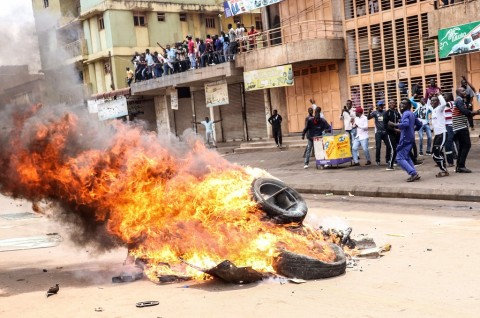 Polisi Uganda Bubarkan Demonstran dengan Peluru Tajam
