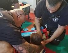 Penyelamatan Unik Pemadam Kebakaran demi Seorang Anak Kecil
