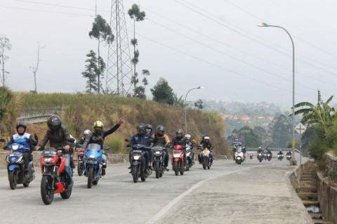 Serunya S'Pong <i>Touring</i> Merdeka Menuju Garut