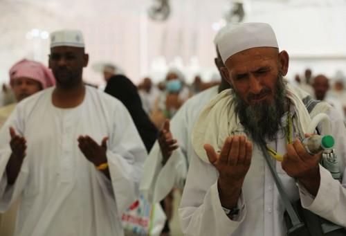 ILUSTRASI: Jemaah haji dari berbagai belahan dunia berdoa