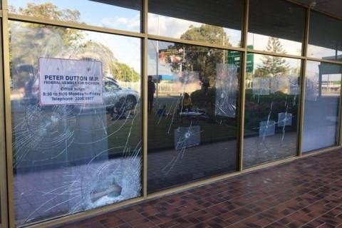 Kantor Pesaing PM Australia Dilempari Batu
