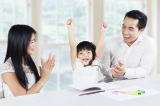 Studi: Puji Kecerdasan Anak Bisa Merusak Motivasi Berprestasi