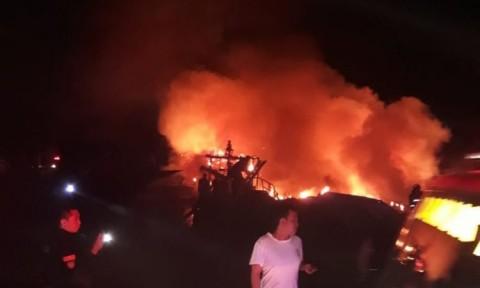 5 Kapal Motor Terbakar di Manado