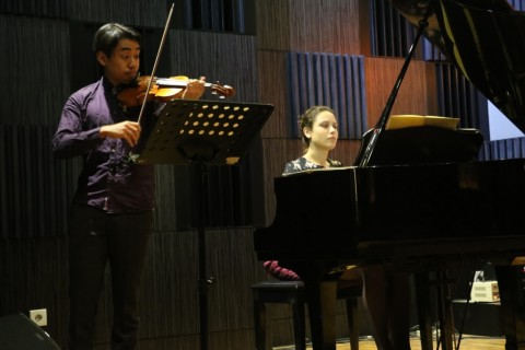 Duet Musisi Belanda Meriahkan Panggung The Papandayan