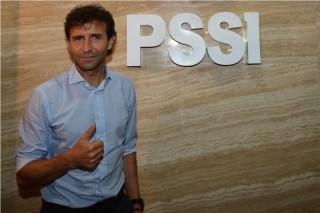 Menerka Alasan PSSI Mempertahankan Luis Milla