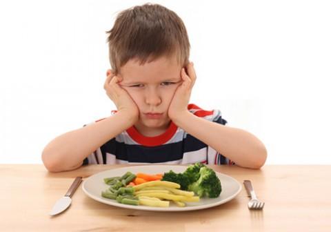 Haruskah Memaksa Anak yang Tidak Mau Makan Sayur?