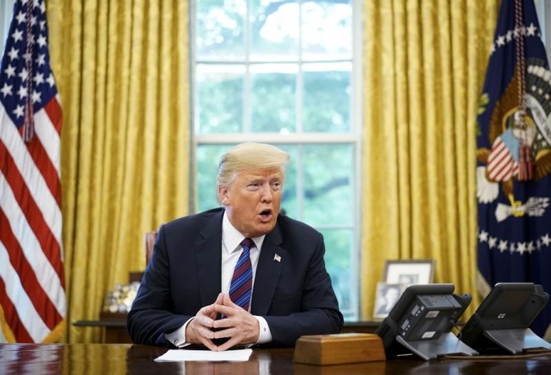 Donald Trump menganggap Google, Facebook dan Twitter tidak adil. (Photo by MANDEL NGAN AFP)